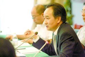 汤宗伟在介绍两江新区开发建设情况。重庆晨报记者胡杰摄